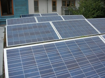 Fotovoltai am begrünten Dach