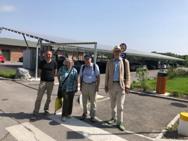 Photovoltaikeinkaufsgemeinschaft besucht die Photovoltaikanlage St. Gabriel